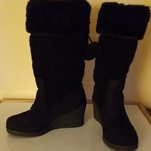 American Eagle Cable Knit. Faux Fur heeled boots 8